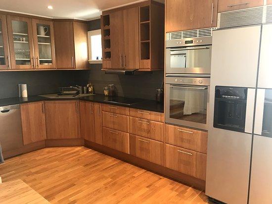 Fully equipped kitchen in suite Skuteviken https://www.villalonndal.se/varingra-rum--sviter.html