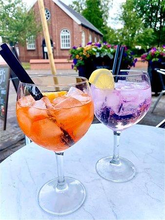 Aperol Spritz & Pink-gin Tonic
