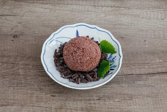višňový knedlík s hořkou čokoládou