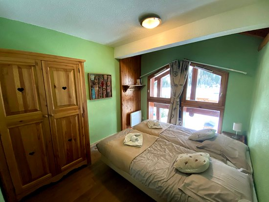 Chalet Patineur room 4. Twin room which links with room 1 to create a family room. Shares bathroom with room 1.
