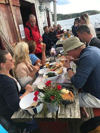 Lyngor, Noorwegen: Langbord foran på Kroa