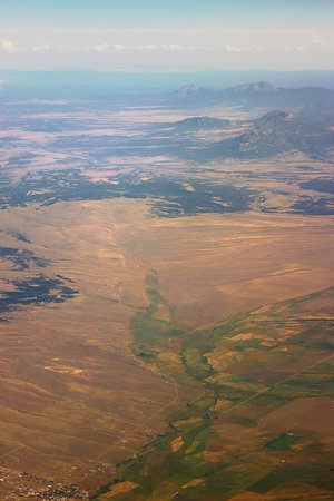יונייטד איירליינס: UA2249 Denver to Phoenix 737-900 (#3435) FC Seat 2A - Mid-flight