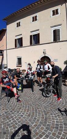 Cerreto di Spoleto, إيطاليا: Un caro saluto ad Andrea da Silvano e il gruppo Forzati del pedale di Terni
