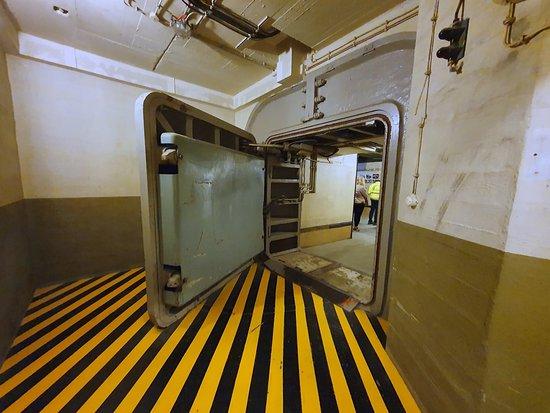 Automatic airtight door