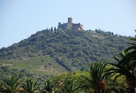 Souvenirs de mes Balades --- France -- Région Occitanie -- Le Fort de St Elme érigé à 170m d'altitude -- Vue du village de Collioure -- 20.06.07