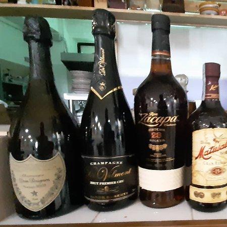 le nostre Bollicine e i nostri Rum..con i Champagne Don Perignon e Bernard Gantos gran Crou poi il Ruma Zacapa 23 anni e il Matusalem di 15 anni che pote sempre trovare nella  osteria di Hortus.