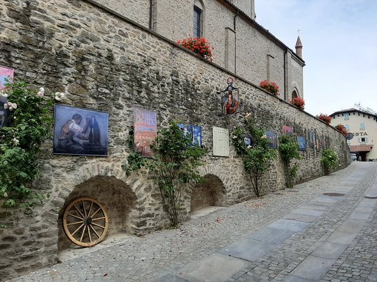 Bossolasco, Italien: Parete jnteressante