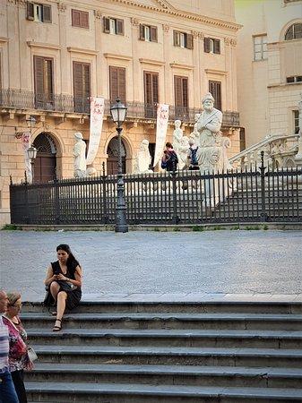 Fontana della Vergogna (Fontana Pretoria) - Picture No. 9 - (July 2019)