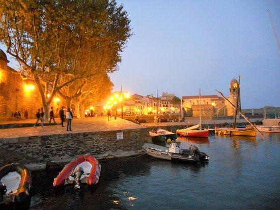 Souvenirs de mes Balades --- France -- Région Occitanie -- Fin de journée su le petit port de Collioure -- 20.06.07