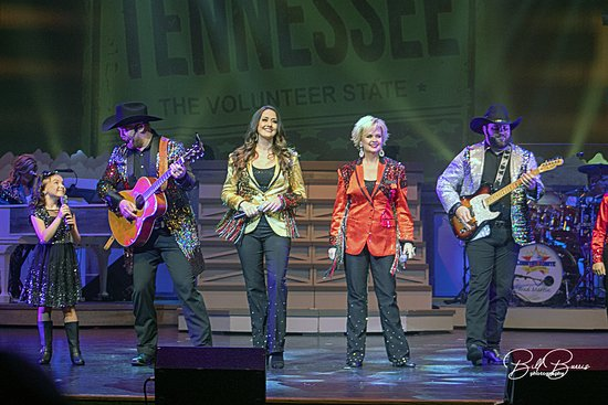 Pigeon Forge: Country Tonite Show Admission Ticket: some of the lead vocals