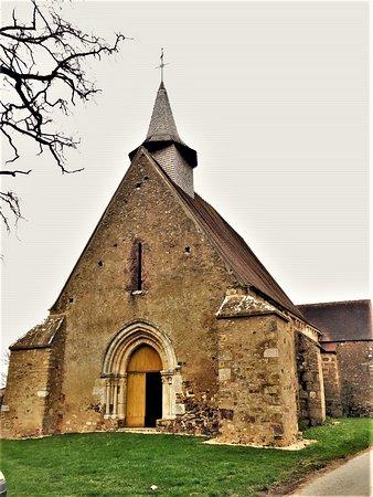 Pour ceux qui s'intéressent au petit patrimoine, c'est un endroit charmant. Magnifique dans son humilité d'église rurale, ses décors sculptés peuvent émouvoir les amoureux des vieilles pierres.