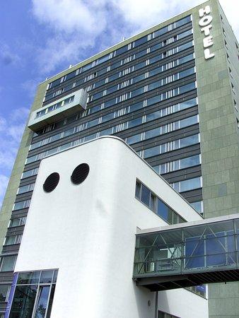 H4 Hotel...