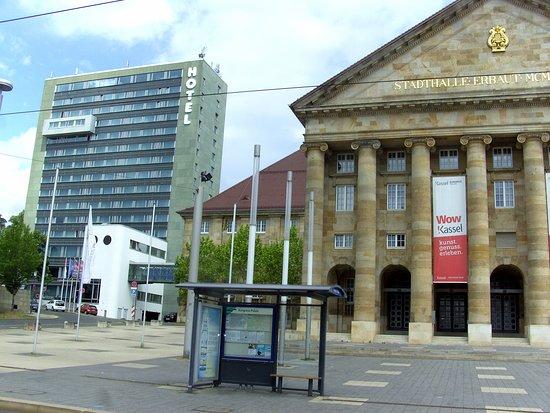 H4 Hotel und Stadt-Halle...