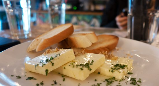 Tour a pie por la cerveza artesanal de Ljubljana: Very young cheese with hops