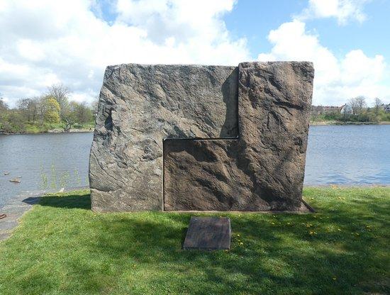 Skulpturen ''enhet 1 & 2''