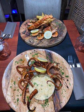 Duo de la mer 1/2 langouste et gambas grillées à la plancha aïoli maison  Tentacules d'encornet et son risotto