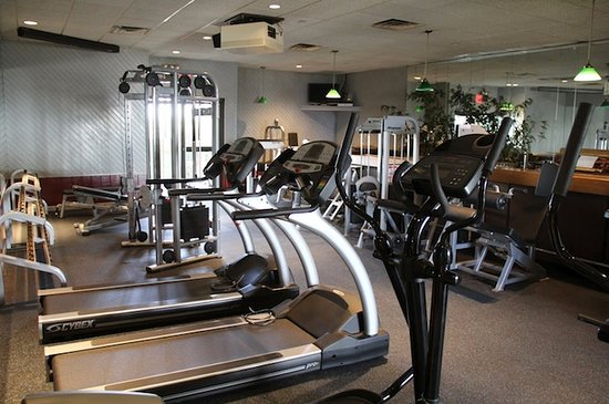 Breezy Point, Estado de Nueva York: Silver Gull Beach Club offers more than just a beach view, we have a wide variety of amenities including an indoor gym with daily exercise classes, an outdoor tiki bar, bocce, paddle tennis and much more.