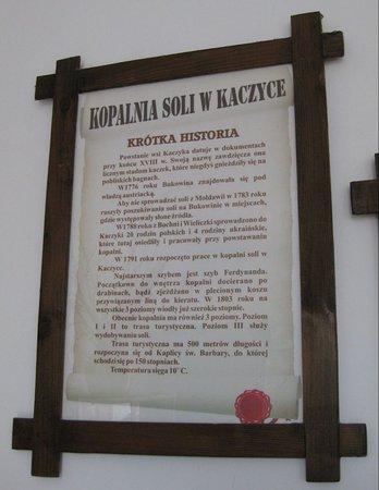 Cacica, Roumanie : Tablica informacyjna o kopalni w języku polskim