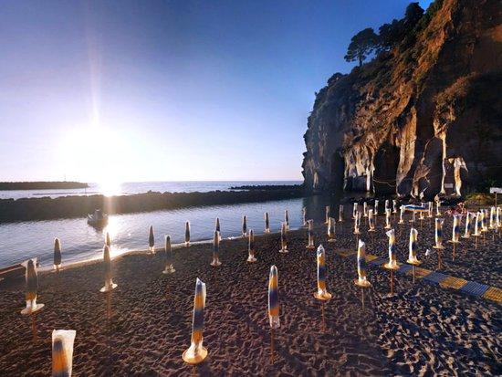 Piano di Mommio, Italy: Bagni Tina  Pronti per l'estate .