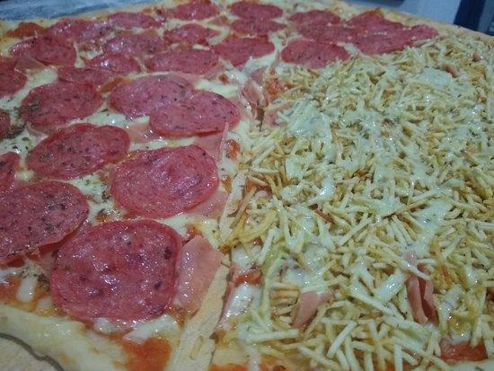 65 cm de pizza / Familiar con Salami y Vomito