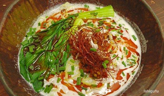 コラーゲンたっぷりの鶏白湯スープのラーメン