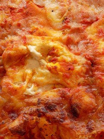 Vieni ad assaggiarla appena sfornata, ci trovi in Piazza San Prospero a Reggio Emilia!⠀