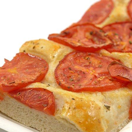 Focaccia ligure con pomodorini (disponibile nel nostro shop online www.dagentilia.com)