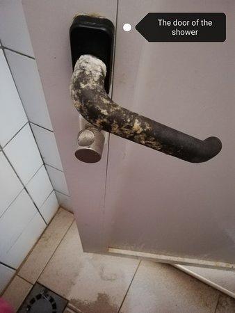 Privlaka, Hrvatska: Etat des poignées des portes de douches.