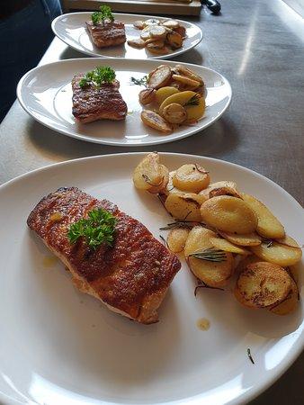 Hohenstein-Ernstthal, Tyskland: Salmone