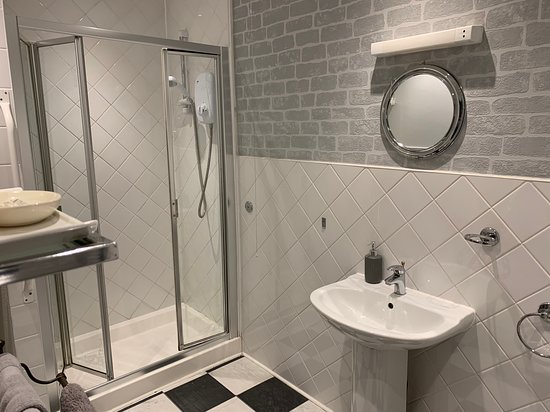 The bathroom with WC was spacious and cosy. The walkin shower a delight after a tiring day at work. Towels of good size and many.