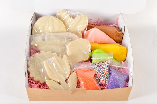 Summer Garden Kit This cookie kit is a family favorite. Perfect for all ages. No baking involved just a great time with your loved ones. This set is also great for a get well gift.  This box includes: 6 sugar cookies 4 bags of icing Decorated sprinkles *sprinkles may vary.*