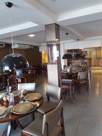 Ambiente do restaurante Vila Zitri e o delecioso Marreco.