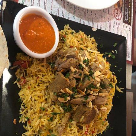 Estupendo Restaurante, la comida está deliciosa y muy abundante, el servicio inmejorable, Jaime nos atendió estupendamente. Relación calidad precio 100% 💯 recomendable.
