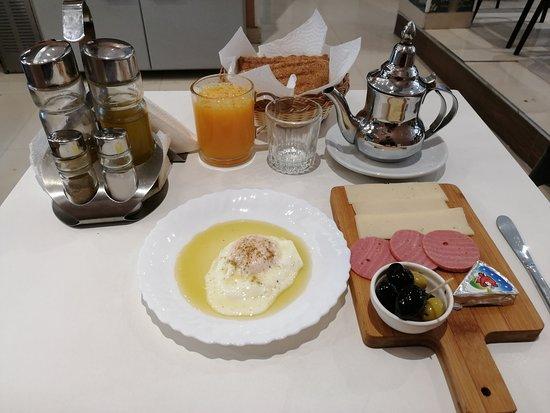 Notre fameux petit déjeuner Continental.