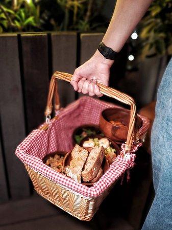 Pasta · Salad、Market · Spinach Salad、Smoked Salmon Bruschetta、Vegetarian · Fried Rice