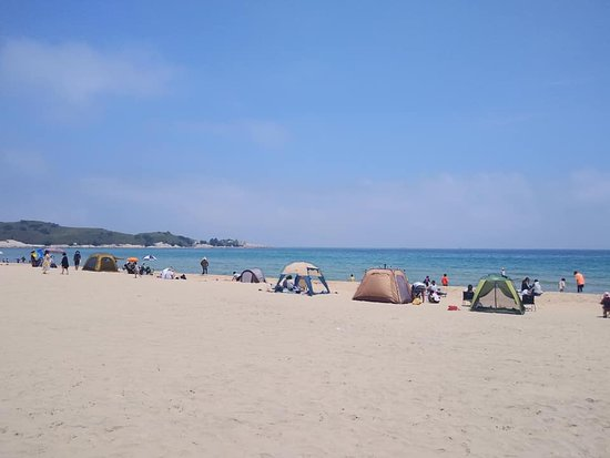 Gangwon-do, เกาหลีใต้: Songjiho Beach in Gangwondo is a perfect beach to pitch your tent and spend a night there. The ocean is so blue and clear, also very clean that you don't feel the need to take a shower. Visit this beach
