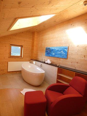 """Zimmer 27 im Neubau, Galerie-Suite """"Holz100"""""""