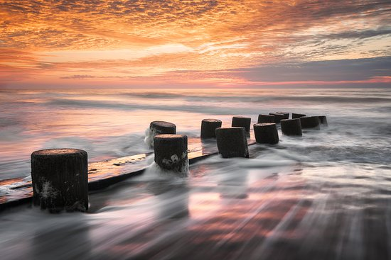 COMPLETE YOUR CHARLESTON EXPERIENCE WITH A SUNRISE AT THE BEACH; Leave the hustle and bustle of historic downtown Charleston for an experience that you'll go home telling your family about. Watching the sun rise up over the Atlantic and along our beautiful beaches is an experience you won't want to miss. Not only that, but our guides will help you capture amazing pictures and take you to the best spots for photography worth printing and hanging on your walls.