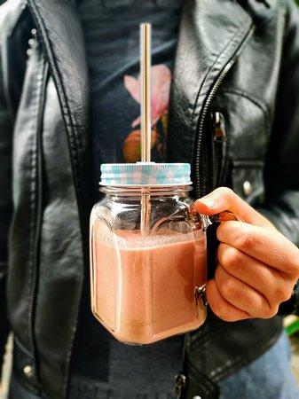 Üvegbe zárt napfény ☀️ Kérd napi smoothie-ajánlatunkat!