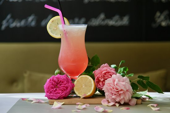 Limonada cu trandafiri.