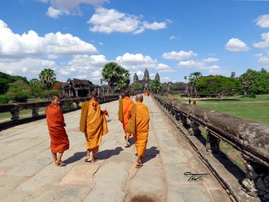 Buddhist monks, Angkor Wat, Siem Reap, Cambodia