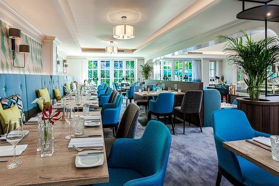 Unsere Empore im Restaurant HORIZON bildet den perfekten Rahmen für kleine und mittlere Familien - und Firmenfeierlichkeiten oder Geschäftsessen. Sie können diesen Bereich für bis zu 42 Personen separat buchen.