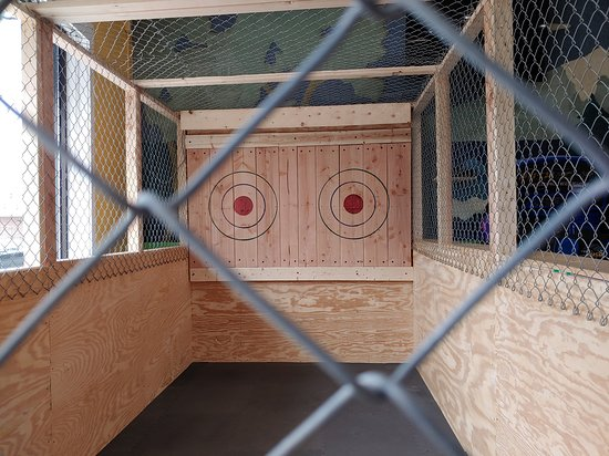 Whitinsville, MA: Axe throwing alley