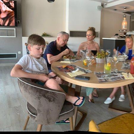 Taksony, Ungern: Étterem