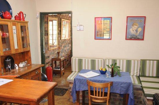 Puschka Writers Cottage - Kitchen dining area