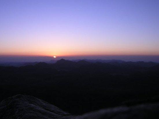 Alba sulla montagna di Mose'. 1300 scalini della scala del pentimento .
