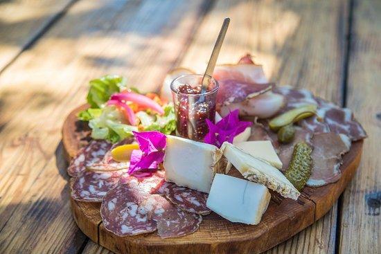 Notre assiette de charcuterie et fromages corse