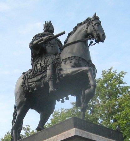 Памятник Петру Великому у Михайловского замка