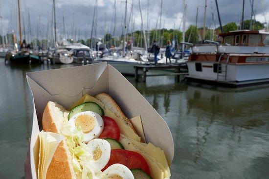 Lekker broodje uit het lunchpakket van de stoomtram