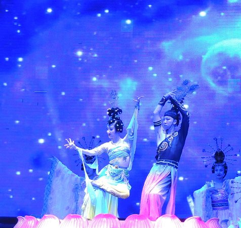 Evening Tour: Xi'an Tang Dynasty Music and Dance Show and Dumpling Banquet: Two dancing partners